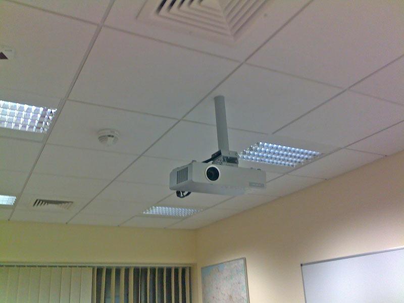 Projektor podwieszany